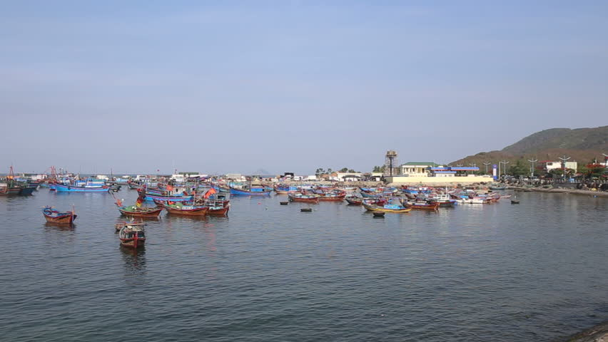 Traditional vietnamese fishing village fishing boats and for Fishing in anchorage