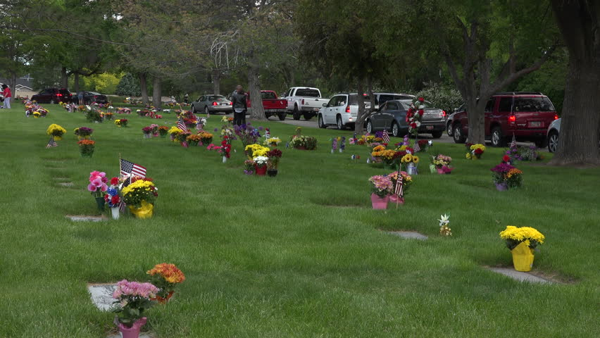 SALT LAKE CITY, UTAH - MAY 2015: Memorial Day cemetery flowers busy traffic 4K. Federal holiday in the United States for remembering the people who died while serving in the country's armed forces. - 4K stock footage clip