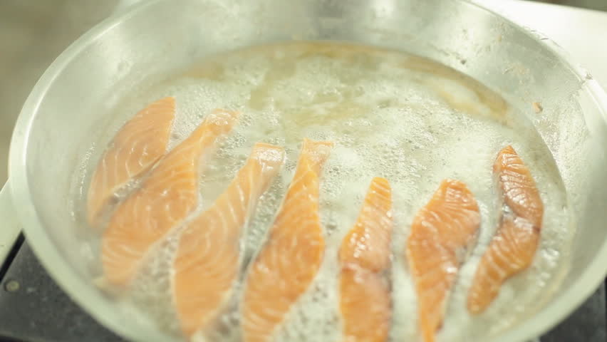 how to cook salmon in a pan on the stove