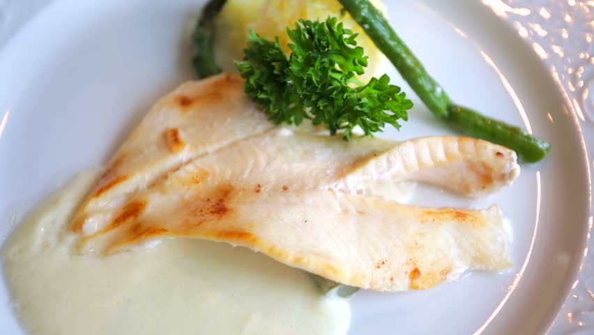 Salmon fillet on white wine sauce served with asparagus for White wine with fish