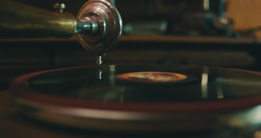 Old gramophone playing vinyl disc closeup.