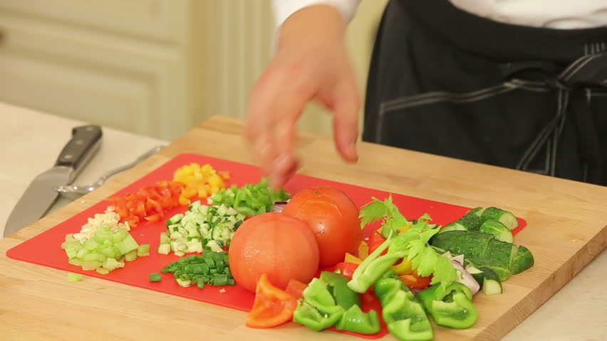 Peeling blanched tomatoes