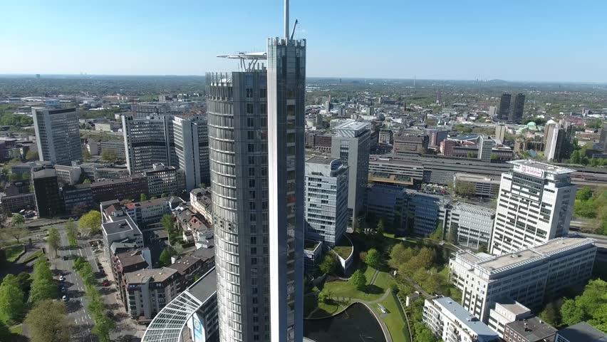 City rundflug halbe runde half round skyscraper office for Half round buildings