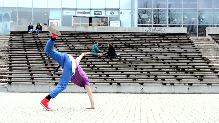 Breakdancer in the streets