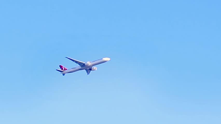 Passenger plane maneuvering during slow flight. Timelapse