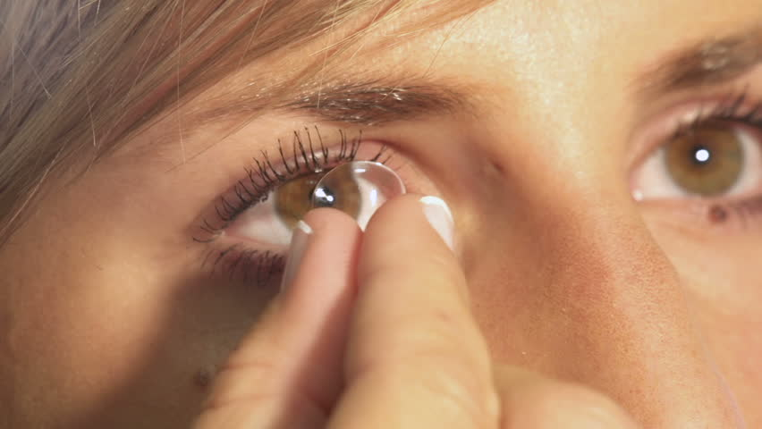 Contact lense removal