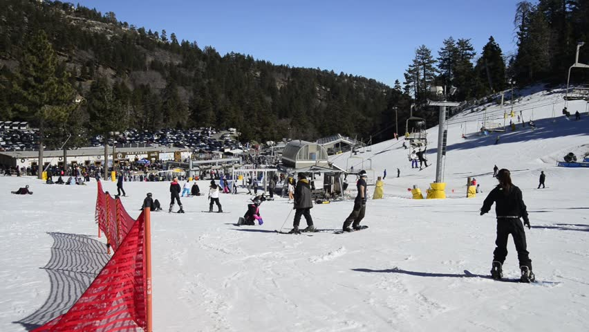 Wrightwood california february 8 skiers and for Snow cabins near los angeles