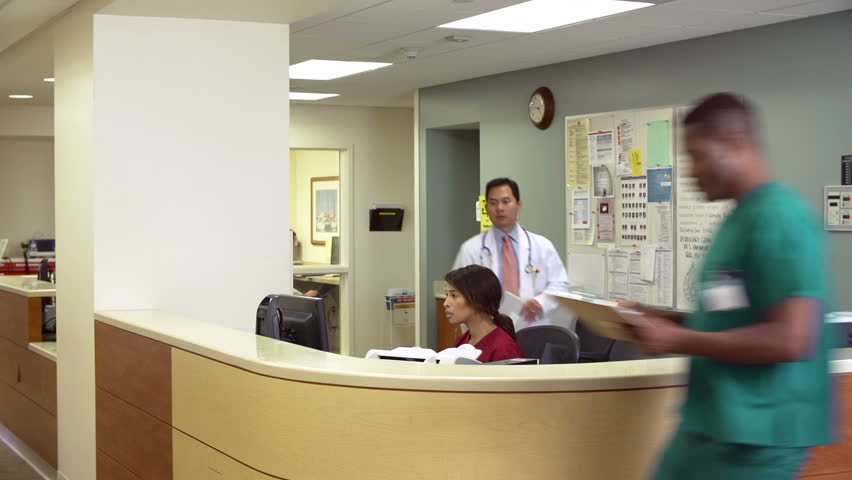 how to become a receptionist at a hospital