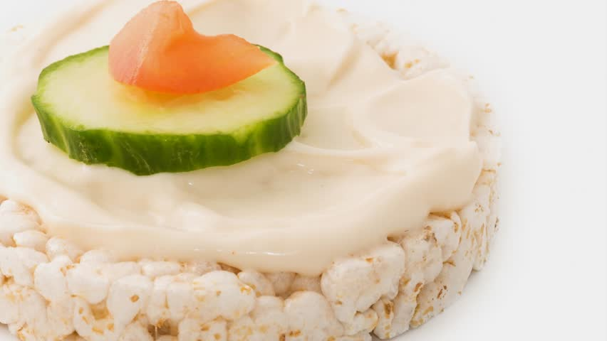 Low Calorie Rice Cake Recipes: Low Calorie Rice Cake With A Mayonnaise Spread And