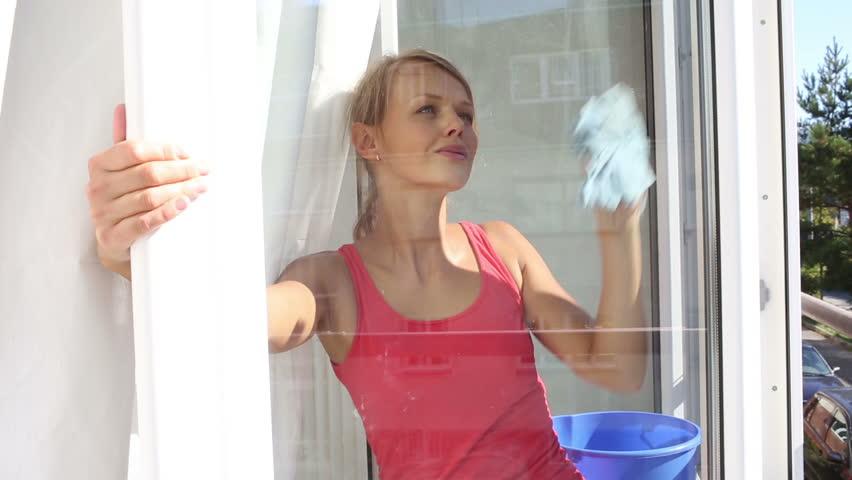 Клип женщина у окна