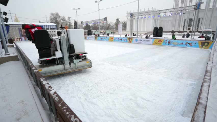 machine that cleans rinks